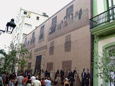 Grande Fachada, Havana – Simula uma construção clássica (foto) com personagens do séc. 19 na varanda e na calçada