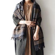 ONLINE new item ! i c h i / Wool gauze gingham Pullover, Cock Shirts, One-piece, Stole ウール100%て、軽くて暖かいポコポコした凹凸感が特徴のウールガーゼ。 暗くなりがちな秋冬スタイルの差し色になるギンガムチェックです。プルオーバー、コックシャツ、ワンピース、ストールの4アイテム。 今の時季から、肌寒い春先までスタイルにプラスできる素材感は、コーディネートのアクセントになります。 それぞれ印象の違う、Mustard / Navy / Green / Red → http://www.ichi2010.com/item/ → http://zozo.jp/shop/ichi/  #ichi_clothes