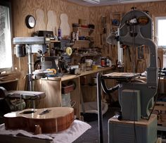 The Luthiers Workshop: fabulous website spotlighting luthier shops around the world - Jay W. Lichty