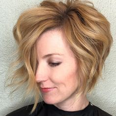 The first thing that comes to mind when I think beautiful heart-shaped faces are the fabulous sculpted cheekbones! First, what is a heart face shape? A heart shaped faces are wide. Cool Short Hairstyles, Different Hairstyles, Elegant Hairstyles, Cool Haircuts, Hairstyles With Bangs, Short Haircuts, Male Haircuts, 2018 Haircuts, Hairstyle Ideas
