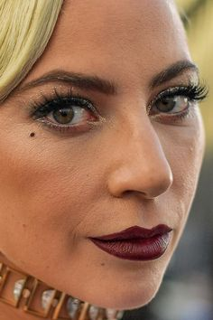 lady gaga Close-Up - Skin Care Beauty Secret Celebrity Faces, Celebrity Photos, Celebrity Makeup Transformation, Close Up, Lady Gaga Makeup, Lady Gaga Pictures, Dull Hair, No Photoshop, Makeup Photoshop
