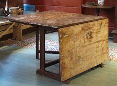 Rustiikkisen rouhea talonpoikainen klaffipöytä 1800 - luvun lopulta.