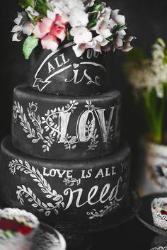 Stilvolle Ideen für eine Hochzeitstorte mit Fondant - Hochzeitskiste #hochzeitstorte #ideen Rock Chic, Naked Cakes, Love Is All, Chic Wedding, Cake Toppers, Fondant, Cake Flowers, Bridal, Desserts