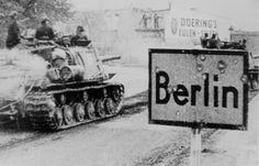 Russian Tanks enter Berlin during the final battles of WW II. (Советские САУ ИСУ-122 проезжают по улице Берлина )