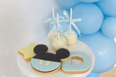 Ideias para chá de bebe menino. Ideias para baby shower menino. Ideias para festa baby Mickey #chadebebe #chadebebemenino #babyshower #babyshowermenino #ideiaschadebebe #babyshowerideas #boybabyshower #babymickey #decoracaochadebebe #babyshowerdecorations #mickeyazul #bluemickey #chadebebemickey #babyshowermickey #festababymickey #mickeypartyideas #cakepops #mickeycakespops #decoratedcookies #bolachasdecoradas #bolachasmickey Baby Mickey, Baby Shower, Cookies, Cakepops, Desserts, Food, Boy Baby Showers, Baby Girls, Ideas Para Fiestas
