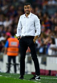 Head coach Luis Enrique of FC Barcelona looks on during the La Liga match between FC Barcelona and Deportivo Alaves at Camp Nou stadium on September 10, 2016 in Barcelona, Catalonia.