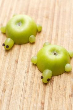 Cute Healthy Kids Party Food Snacks - Turtles made w/apples and grapes.