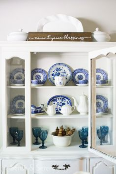Styling a shelf or even a bookcase can be pretty intimidating if you haven't done it, but it's not hard to do once you get the hang of it. Built In Shelves, Floating Shelves, Dining Room Hutch, Dining Rooms, Living Room Shelves, Dining Room Inspiration, Serendipity, Easy Diy Projects, Free Printable