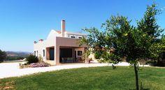 Villa Lofos , Περιβόλια, Ελλάδα. Crete Holiday, Villa, Mansions, House Styles, Home Decor, Decoration Home, Room Decor, Fancy Houses, Villas