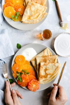 Easy, light and thin citrus crepes with honey and yogurt. Make the most of the citrus season with these sweet, lacy-edged crepes. Brunch Recipes, Breakfast Recipes, Summer Recipes, Breakfast Desayunos, Good Food, Yummy Food, Tasty Pancakes, Cooking Recipes, Healthy Recipes