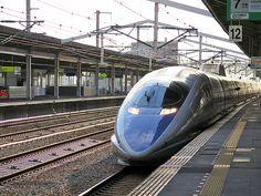 2014年8月8日(金)こんにちは。昨日は夕方から京都へ弾丸出張。待ち合わせ時間、解散時間共に接続の新幹線が500系という偶然。この車輌が新幹線の中で一番好きなんです。帰りは「山陽新幹線公式キャラクター カンセンジャー」仕様の編成に出くわす幸運☆この夏、編成にプラレールカーを加えた500系こだまの乗車を目論んでいます(^^ ◆プラレールカー→http://www.jr-odekake.net/shinkansen/knowledge/plarail/  それでは、今日も皆様にとって良い1日になりますように☆ 【加古川・藤井質店】http://www.pawn-fujii.jp/