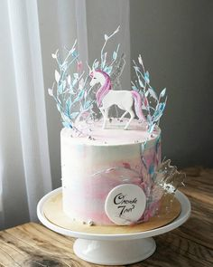 A sweet and simple unicorn cake Pretty Cakes, Cute Cakes, Fantasy Cake, Horse Cake, Birthday Cake Decorating, Cake Decorating Techniques, Novelty Cakes, Birthday Cake Girls, Drip Cakes