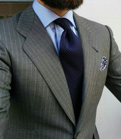 I like this micro tie with the pinstripe suit Mens Fashion Suits, Mens Suits, Fashion Outfits, Terno Slim, Grey Pinstripe Suit, Suit Combinations, Mode Costume, Designer Suits For Men, Classy Men