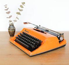Machine à écrire des années 70 leshappyvintage.fr