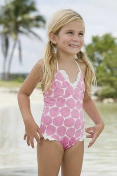 my lil girl will be wearing 1 piece swim suits dont like a 2 piece on Little Girl Fashion, Kids Fashion, 4 Image, Little Girl Photography, Kids Outfits, Cute Outfits, Girls Bathing Suits, Swimming Costume, Kid Styles
