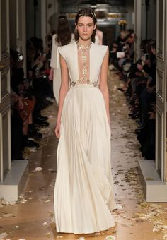 Valentino Official Website - Discover the Valentino Women Collection. Watch the Fashion Show, Accessories and much more.