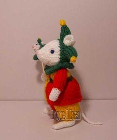 Knitted Toys Animal Knitting Patterns, Christmas Knitting Patterns, Knitting Ideas, Crochet Mouse, Christmas Ornaments, Christmas Ideas, Free Pattern, Weaving, Alan Dart