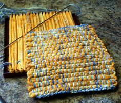 Alternative Potholder looper using knit loops and embroidery floss.