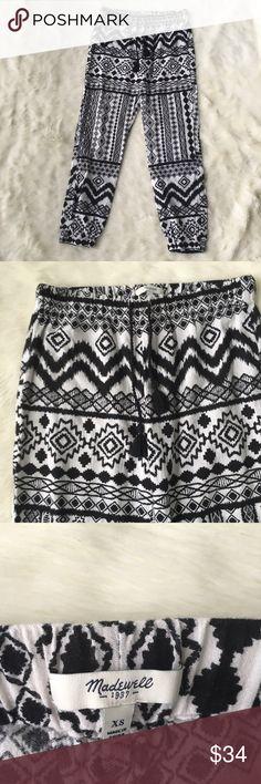 "Madewell shorewalk cover up pants diamond coast Excellent condition, worn once. Madewell 100% cotton shorewalk cover up pants in diamond coast print casual crop tie waist jogger  Sz xs Inseam-16"" Waist-14"" Rise-10"" 100% cotton EUC Madewell Pants"