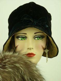 VINTAGE HAT ORIGINAL 1920s CLOCHE BLACK VELVET w ALENCON LACE INNER BRIM & BOW