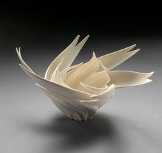 Peony Nest Jennifer McCurdy's porcelain pottery looks almost as alive as its inspiration. Sculpture Textile, Abstract Sculpture, Sculpture Art, Ceramic Sculptures, Ceramic Clay, Ceramic Pottery, Pottery Art, Jennifer Mccurdy, Paperclay