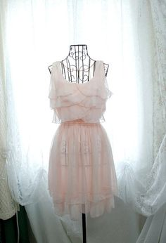 Very feminine and romantic.... #dress #feminine #romantic