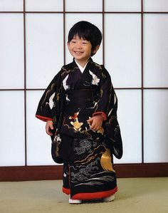 Prince Hisahito of Akishino at his birthday - he is actually third in line to become Emperor of Japan. Royalty of Japan Japanese Boy, Japanese Kimono, Japanese Culture, Japanese Babies, We Are The World, People Of The World, Geisha, Beautiful Children, Beautiful Babies