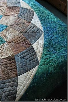 giant dahlia quilt detail