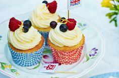 Elderflower and lemon cupcakes HERO