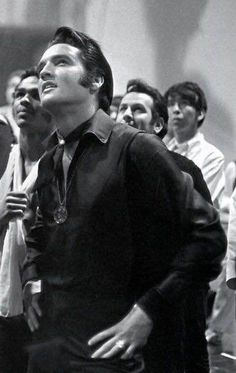 Elvis and friends spotting a UFO