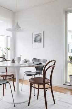 "urbnite: "" Era Side Chair Series 7 Chair by Arne Jacobsen Saarinen Tulip Table Collection """