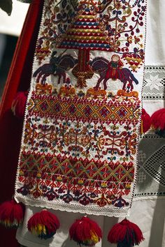 Norwegian, this is a modern example of the type of woven and over-stitched fabric that would have been worn during the Ren. in Norway for the wealthy. Folk Embroidery, Embroidery Stitches, Textiles, Bordado Popular, Norway Viking, Art Du Monde, Art Tribal, Art Textile, Folk Costume