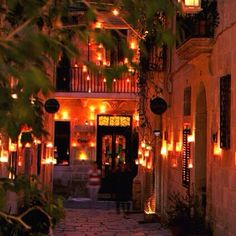 This weekend, Birgu shall light up with the glow of thousands of candles amidst its historic lanes as the hamlet celebrates Birgufest 2015. #locandalagelsomina #birgu #vittoriosa #malta #lovemalta #visitmalta #maltaismore #hiphotel #wanderlust #travel #unique #boutiquehotel #luxurytravel #instatravel #passportready #oasisofharmony #travelgram #wishyouwerehere #birgufest #candle #sanctuary #inspiration #peace