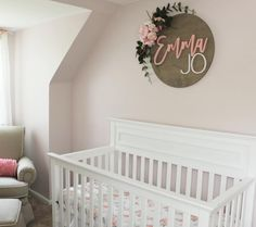 Seriously dying over this! I LOVE the beautiful floral swag made to frame her sign! 😍😍😍 I'm pretty sure we need a tutorial… Nursery Wood Sign, Nursery Name, Nursery Signs, Nursery Themes, Nursery Room, Girl Nursery, Baby Room, Nursery Ideas, Bedroom
