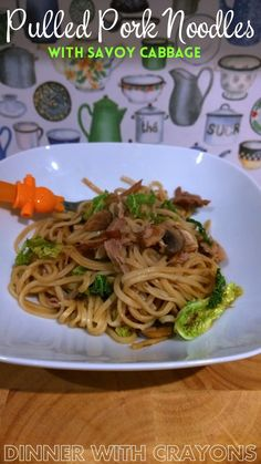 Pulled Pork Noodles with Savoy Cabbage via Dinnerwithcrayons.com #chinesefood #noodlerecipes #pulledpork