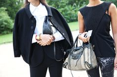Robe, veste, pantalon et sacs Balenciaga