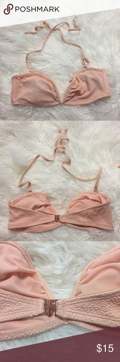 Bathing suit top -H&M Bathing suit top from H&M - super cute. Includes thin pads. Send me your offers 💖👙 H&M Swim Bikinis