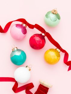 Learn how to make these pretty scalloped edge glitter ornaments! #12monthsofmartha