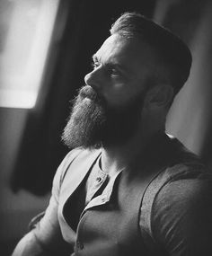 Darrin #BeardPerDiem #GroomKeepers #DailyBeard #beardoil #beard #mensgrooming #gentlemen #photoshoot #mensfashion #noshave #suitedup #snazzy #profileshot #grayscale #monochrome #bossmode #beardedvillains Model & Source: @rsickx