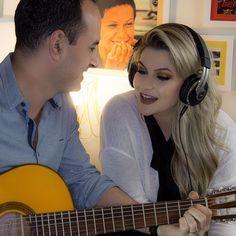 Tem vídeo novo no blog meu povo!!! Tocamos uma musiquinha pra vocês com todo o carinho no nosso cantinho da música!!! Corram lá: http://ift.tt/K6CATG #alicecanta #claudialeitte #timbalada #maquiagem #makeup #alicesalazar