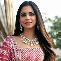 Isha Ambani in a diamond necklace and earrings set at her pre-wedding festivities. Indian Jewellery Design, Indian Jewelry, Jewelry Design, Bridal Jewellery Inspiration, Bridal Jewelry, Diamond Necklace Set, Diamond Jewelry, Beautiful Indian Actress, Beautiful Bride