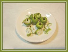 Learn to sculpt 1/12 scale dollhouse miniature apples with Italian Artist Barbara Dezza