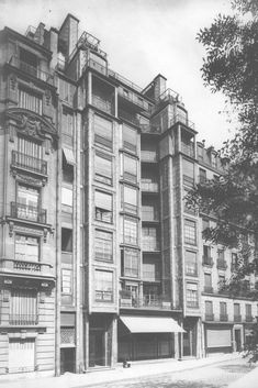 FR, Paris, Rue Franklin apartments. Architect Auguste Perret, 1903. The world's first multilevel reinforced concrete building.