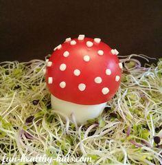 Fun Food, Mushroom out of egg and tomato, Pilz aus Ei und Tomate