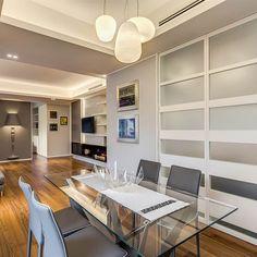 OJETTI: Sala da pranzo in stile  di MOB ARCHITECTS Interior S, Interior Design, Corner Desk, Bookcase, Villa, Loft, Shelves, Mansions, Luxury