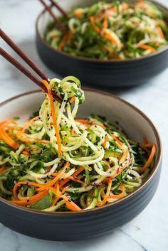 ensalada-campera-de-pepino-y-zanahoria-en-forma-de-spaggetti
