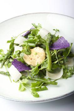 Salad Pea met groene aspergetips, ansjovisboter en oude geitenkaas - Gastronomixs