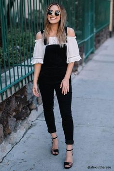 A pair of skinny corduroy overalls featuring adjustable straps, a bib pocket, belt loops, exposed side zippers, and back patch pockets. Simple Outfits, Trendy Outfits, Black Overalls Outfit, Black Jumpsuit, Salopette Jeans, Jugend Mode Outfits, Teen Fashion Outfits, Pulls, Spring Outfits