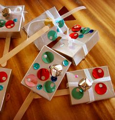 Kid-Friendly New Year's Eve noise makers. Kids Crafts, New Year's Eve Crafts, Decor Crafts, Holiday Crafts, Holiday Fun, Craft Projects, Craft Ideas, Kids Diy, Family Crafts