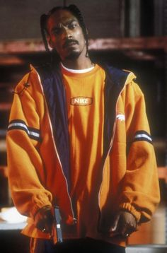 Listen to every Snoop dogg track @ Iomoio Hip Hop Outfits, Hipster Outfits, Snoop Dogg, Hip Hop Fashion, 90s Fashion, Urban Fashion, Look Hip Hop, Rapper, Hip Hop Party